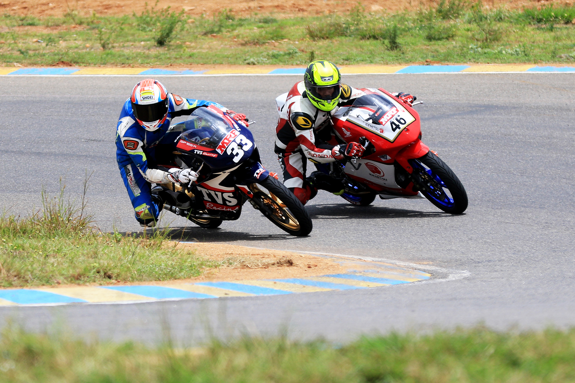 KY Ahamed (No,.33) easing past Mathana Kumar (46) en route to winning the Super Sport Indian (165cc) race (June 10).jpg